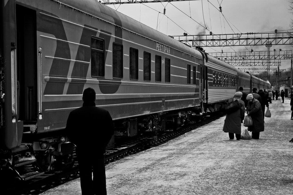 картинки навстречу поезду вот входит отец