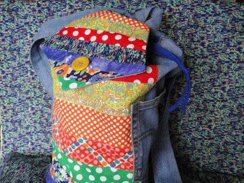 Рюкзак из полос и кот-брелок