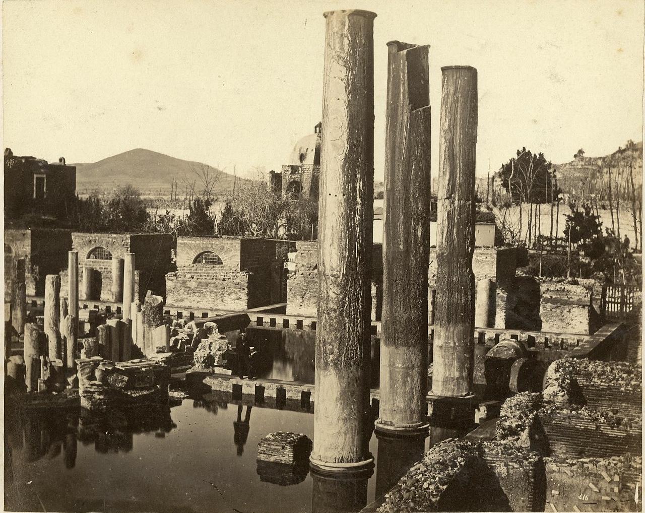 Храм Юпитера Сераписа близ Неаполя
