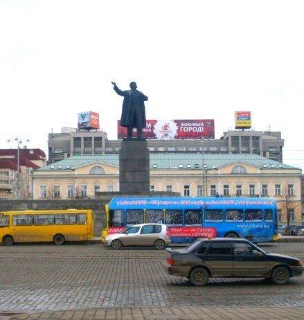 А Ленин всё куда-то зовет..
