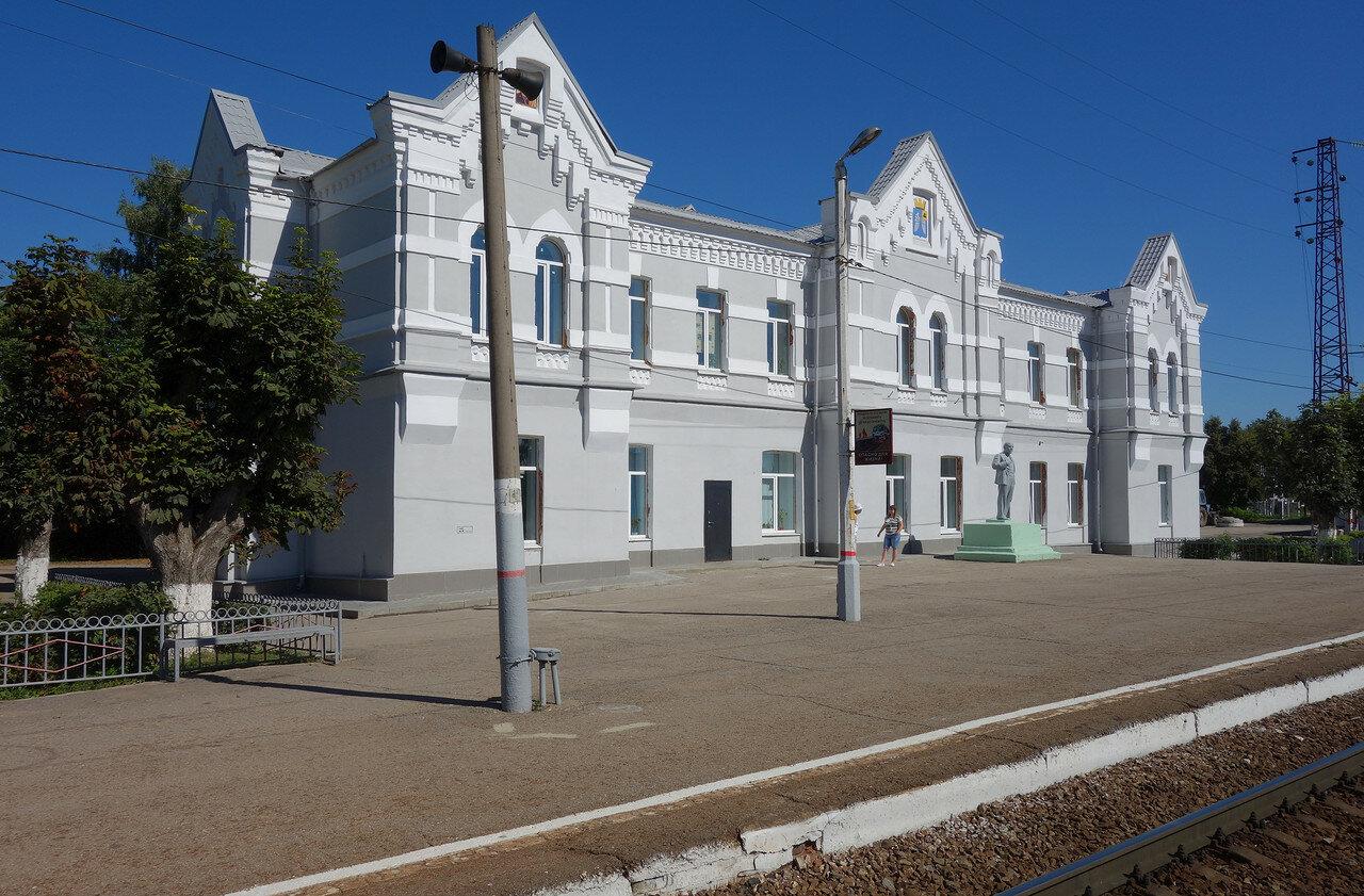вокзал и снова Ленин
