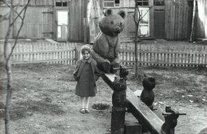 Двор дома на Комсомольской, 19. Примерно 1985 год. (добавлено Rusinka)
