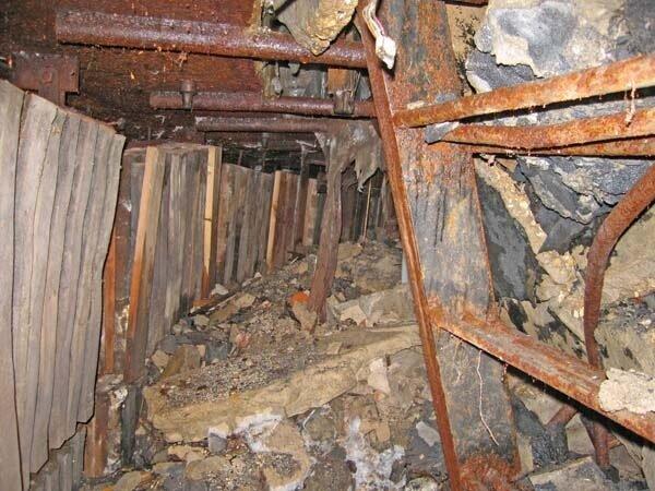 Оголовок шахты. Лестница под завал