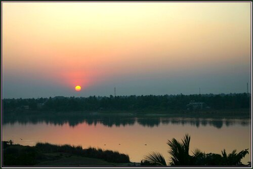 Природа Индии - восход, Ганга - святая река