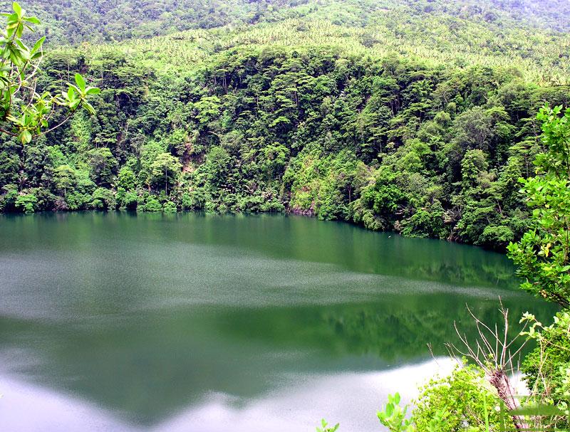 Отражение Гамаламы в озере Толире