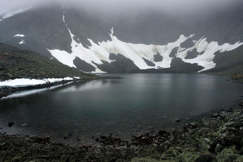 Безымянное озеро у ледника Балбан