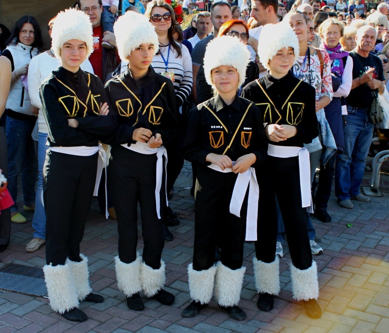 Исполнители грузинских танцев