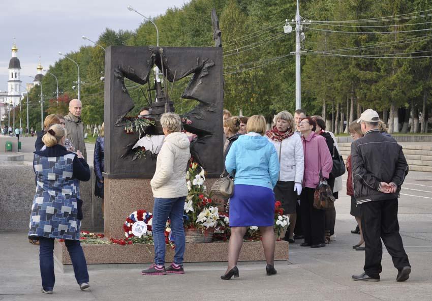 Памятник конвоям 1 850.jpg