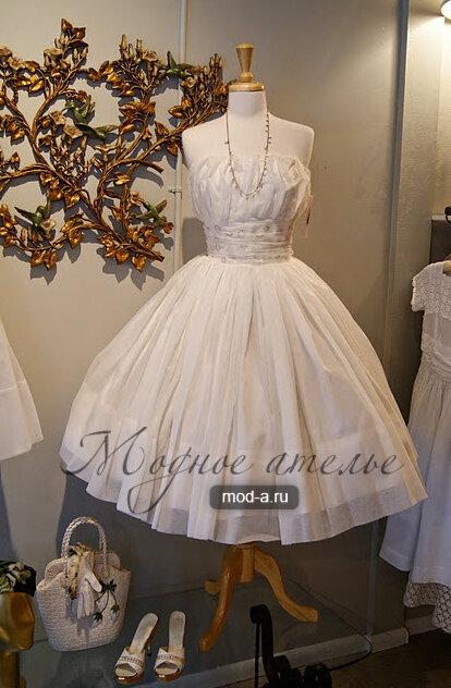 Короткое свадебное платье середины 20 века