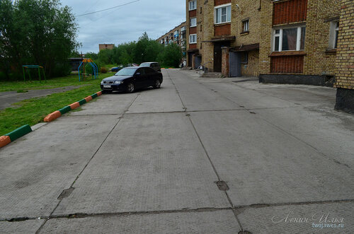 Фото города Инта №7905  Тот же двор Мира 38, но вид в противоположном направлении 02.07.2015_16:08