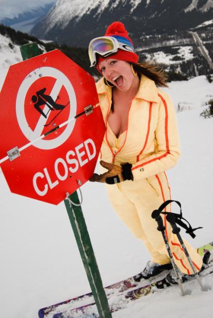 Девушки лыжницы *)