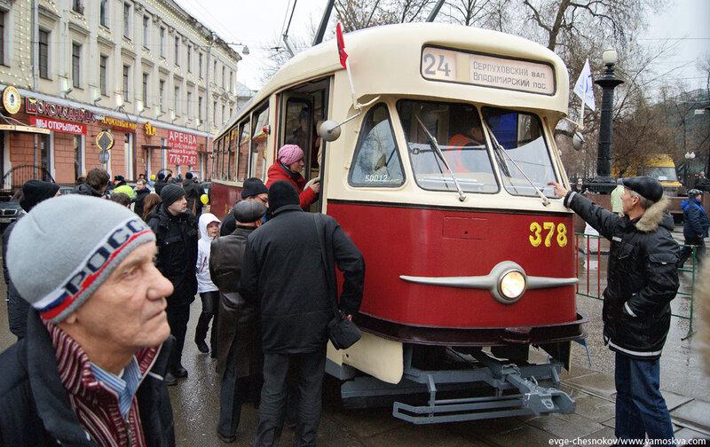 Осень. Аннушка. Парад трамваев. 26.11.11.07.Т-2...jpg