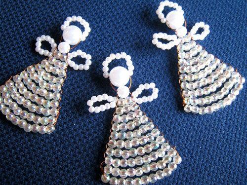 Этих светлых ангелов сплела Elina из Риги.  Для их создания Элина использовала проволоку, бисер и бусины разных...
