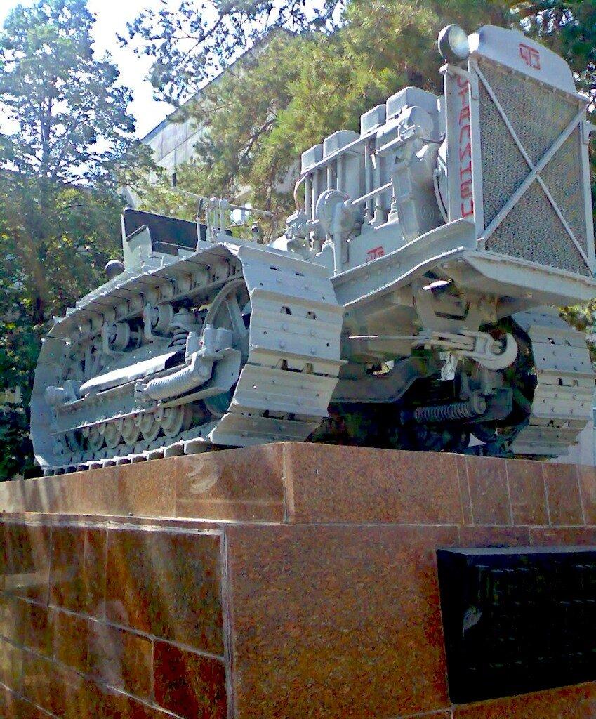 Первый трактор выпущенный на ЧТЗ. Челябинск.