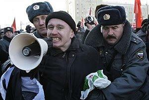 Полиция задерживает людей в центре Петербурга