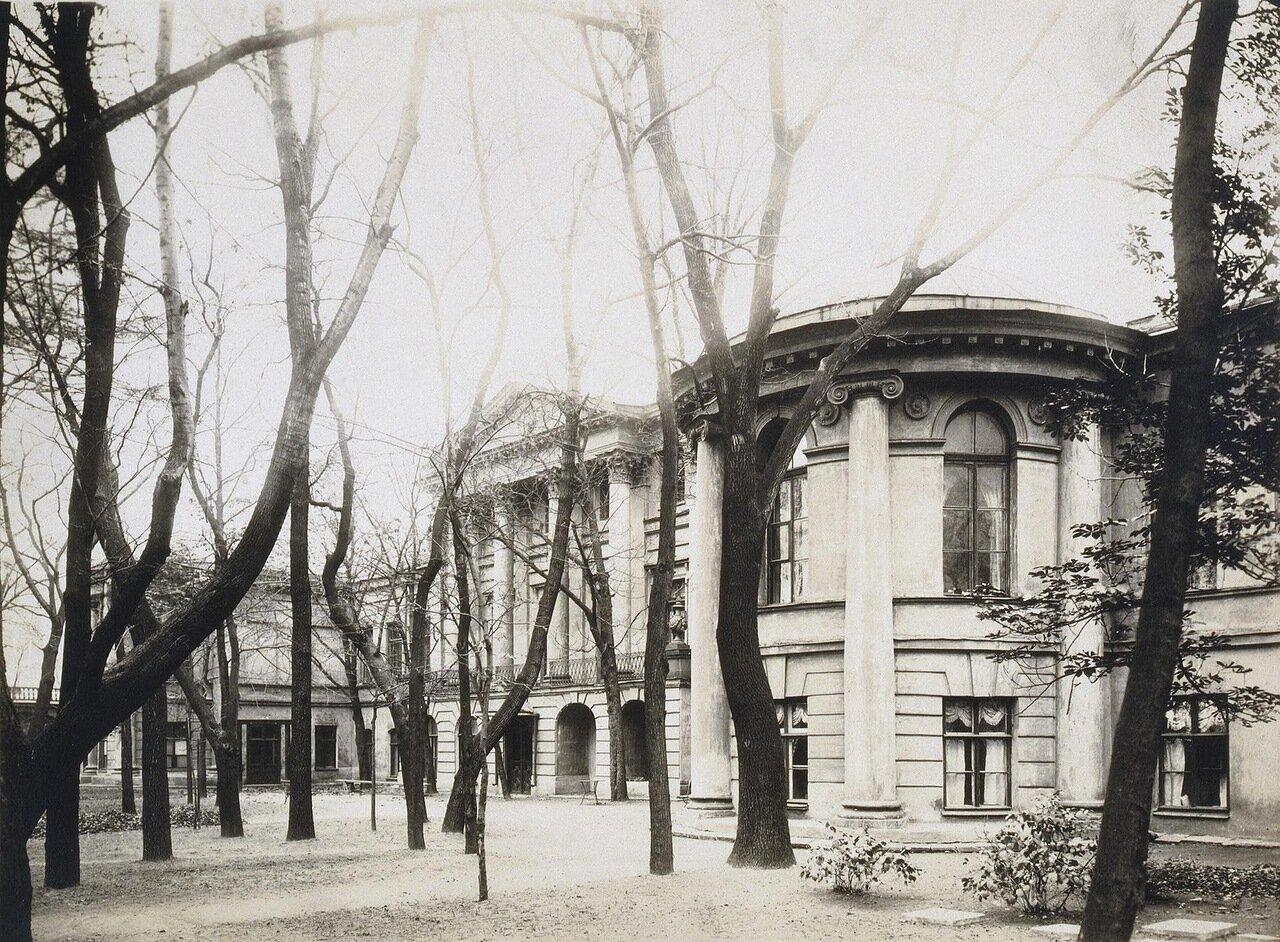 Садовый фасад дворца Бобринских на Галерной улице