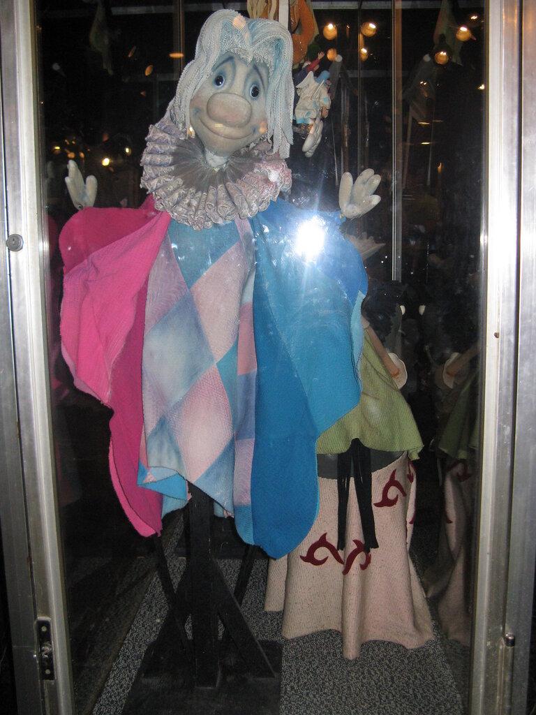Добрый волшебник из музея кукол.