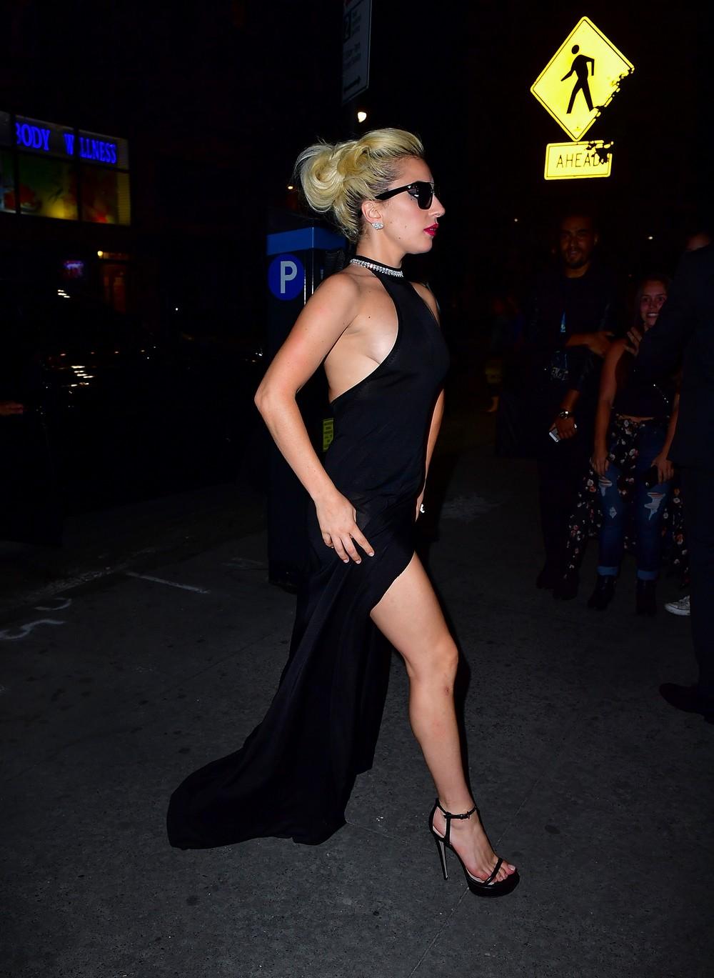 платье черное леди гага фото используется для