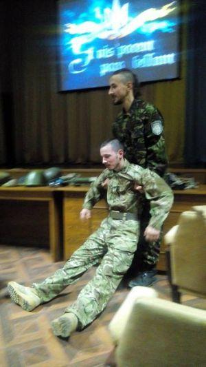 Тернопольские правосеки обучили студентов-медиков