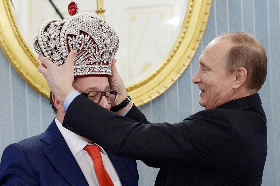Путин, Хазанов и корона.png