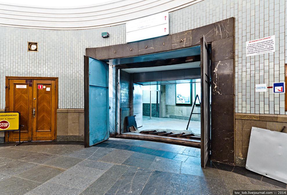 39. За распахнутой дверцей появился затвор... внезапно оборудованный гидравликой!