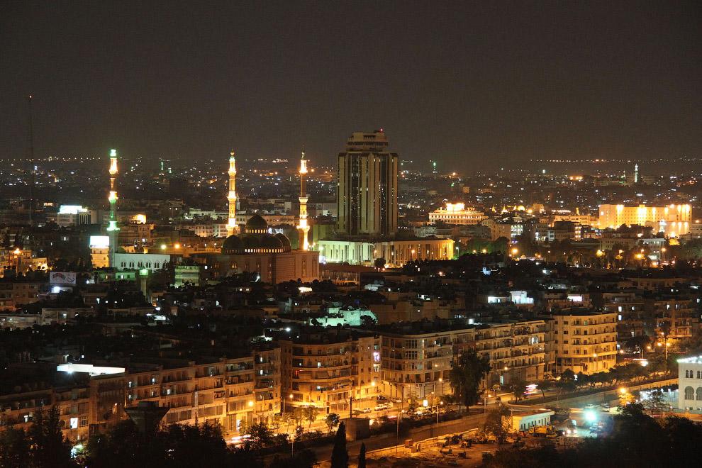 12. Сирия, Алеппо. Башня с часами на площади Баб Аль-Фарадж в Старом городе, 20 августа 2007. (