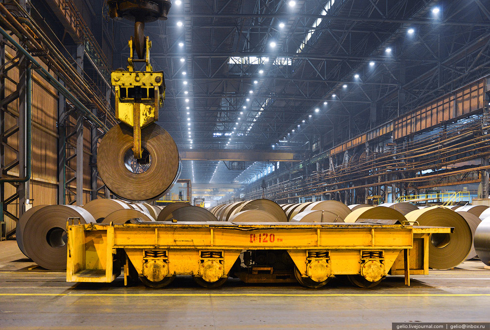 Стан 2030. Металл приходит толщиной до 6 мм. В начале его направляют через травильные агрегаты