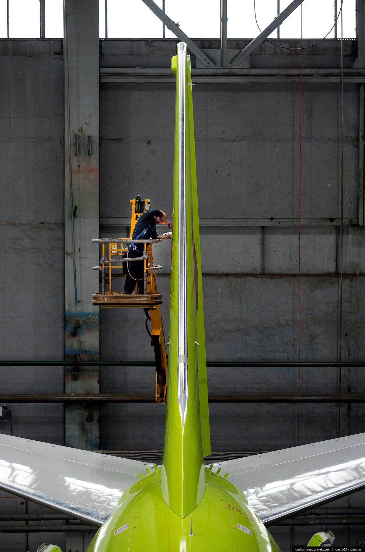 30. Новый самолёт Boeing 737-800 NG (Next Generation) после покраски. Всего в распоряжение S7 п