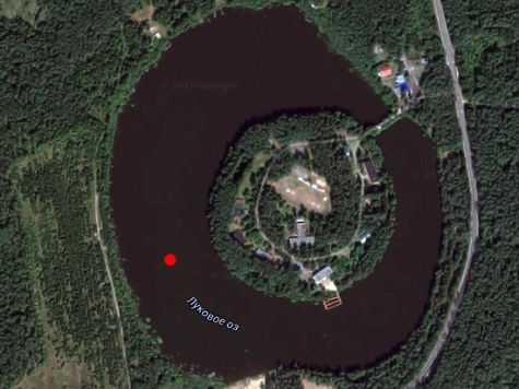 Так выглядит Луковое озеро на карте. В отмеченном красной точкой месте и произошла трагедия Увы, суд