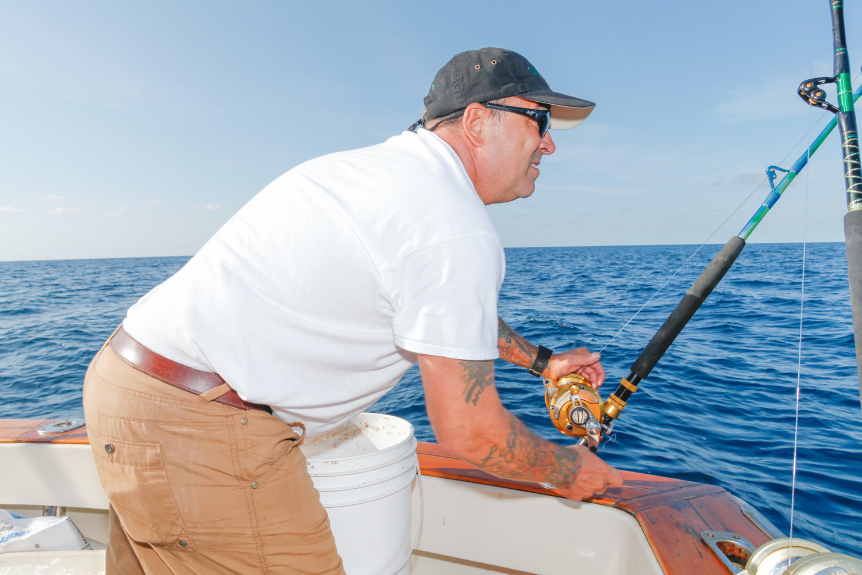 Первые два дня рыбаки, сформировав команды, уходят в море до рассвета, а возвращаются после полудня,