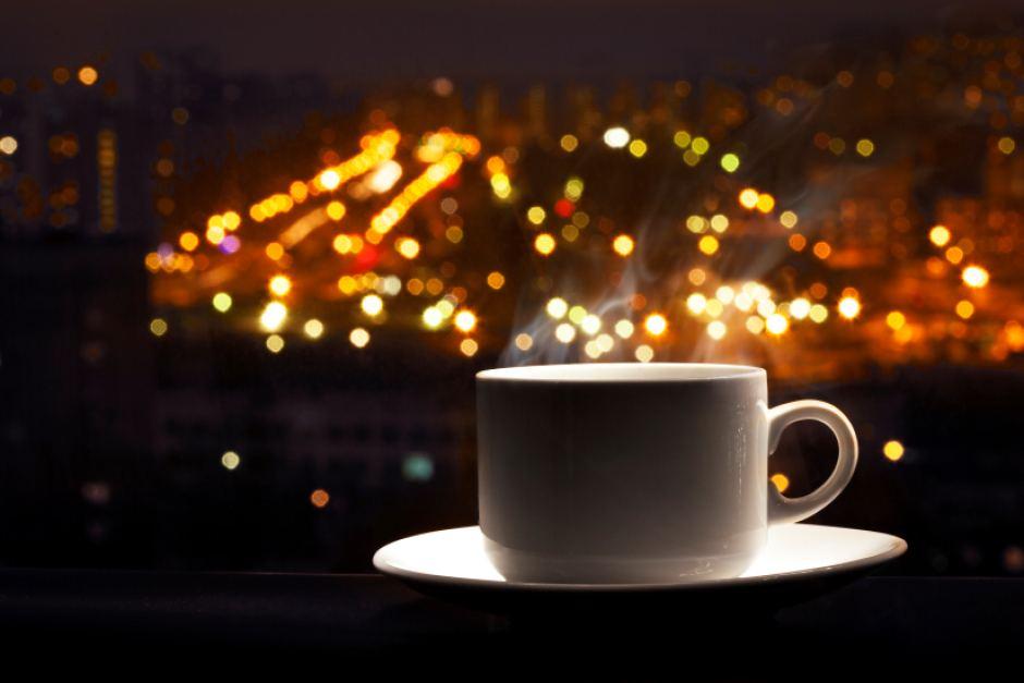 Забудьте о кофеине до утра. Его действие на ваш организм может продолжаться до 14 часов.