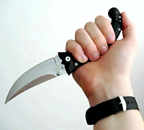 ВКрасноярске ребенок вмаске убил сверстника ножом всердце