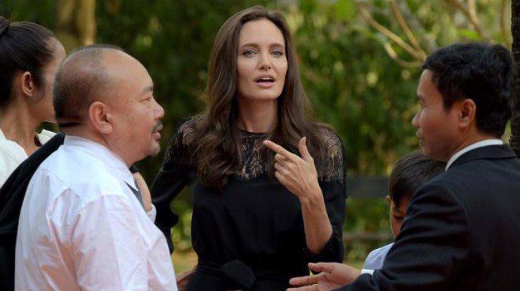 Анджелина Джоли впервый раз всамом начале развода вышла всвет