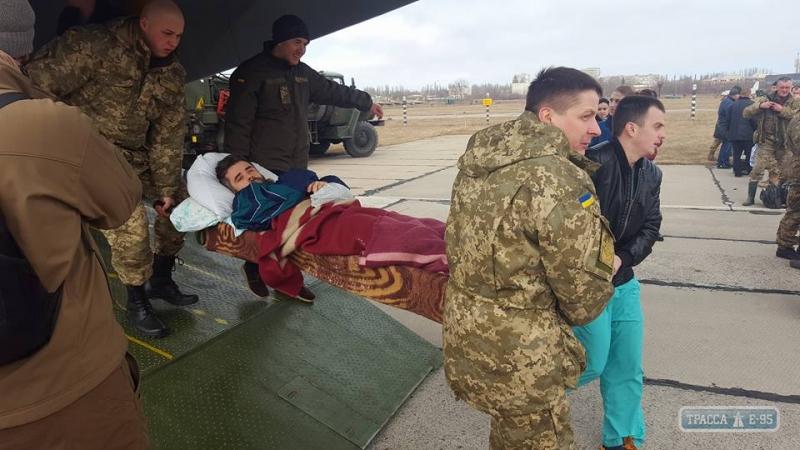 ВОдесский военный госпиталь доставили 24 раненых солдата