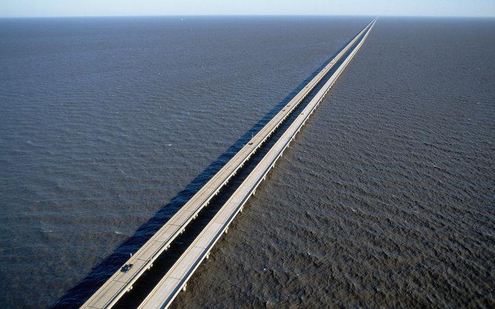 Мост-дамба через озеро Пончартрейн, Луизиана, США.