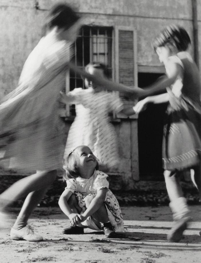 historical-children-playing-photography-126-58ac13337c646__700.jpg