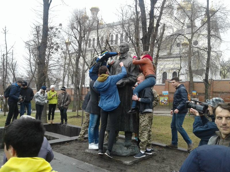 памятник сковороде харьков