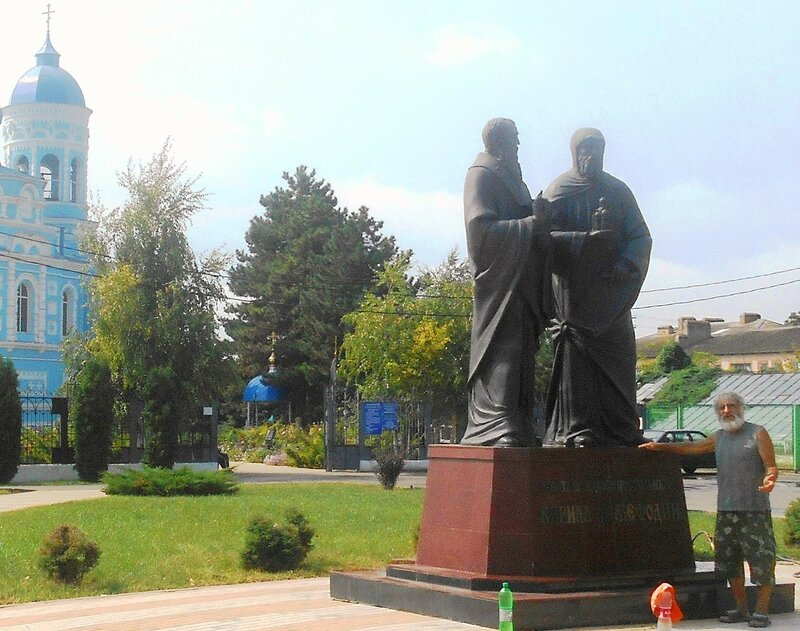 У храма в Каневской ... DSCN8940 - 01.JPG