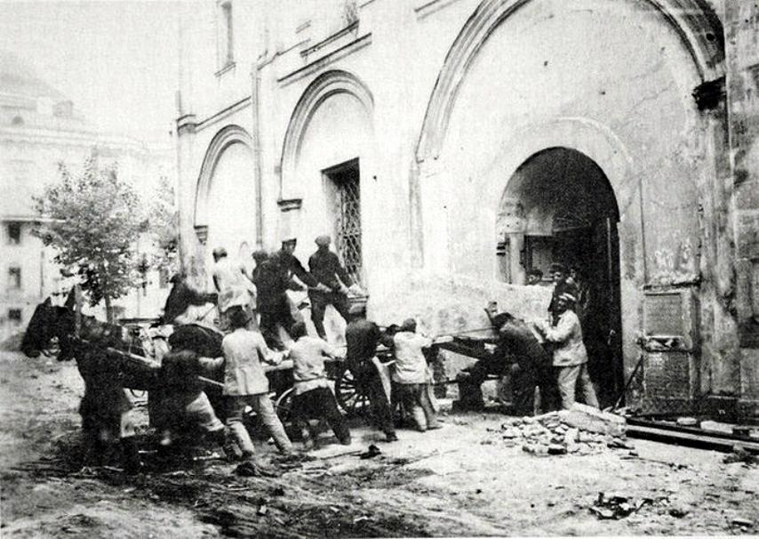 11752 Перенесение останков великих княгинь и цариц перед разрушением Вознесенского монастыря.jpg