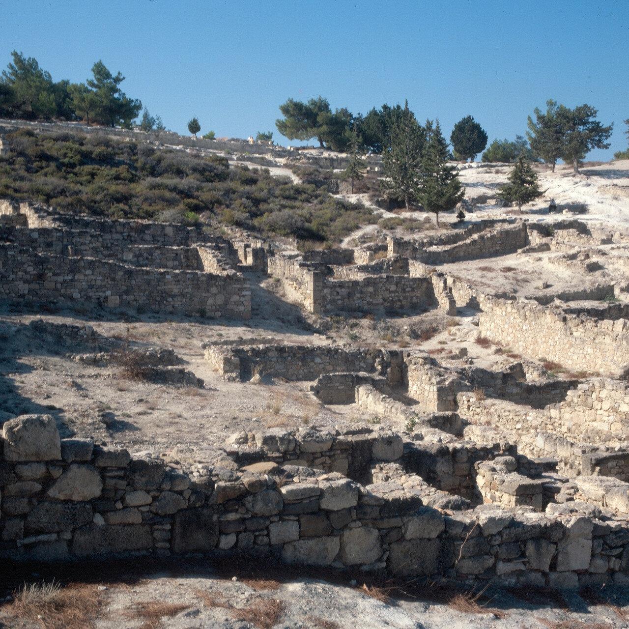 Камирос. Фундаменты домов под Акрополем