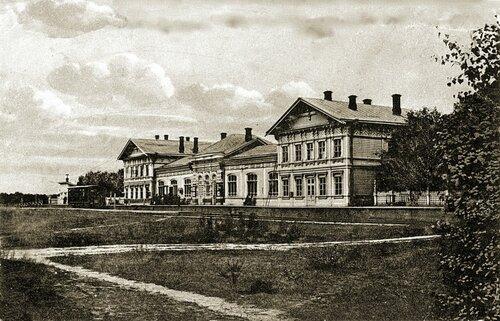 Железнодорожный вокзал за рекой Волга, г. Кострома.
