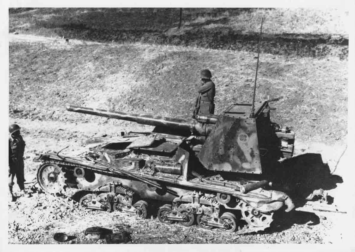 Брошенная итальянская 90-мм противотанковая САУ Semovente da 90/53.