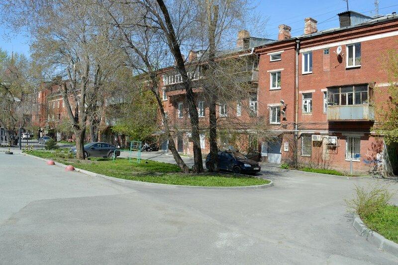 Внутри квартала