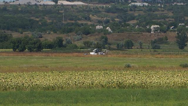 Военный вертолет совершил аварийною посадку в Донецкой области, - СМИ (обновлено). ФОТО