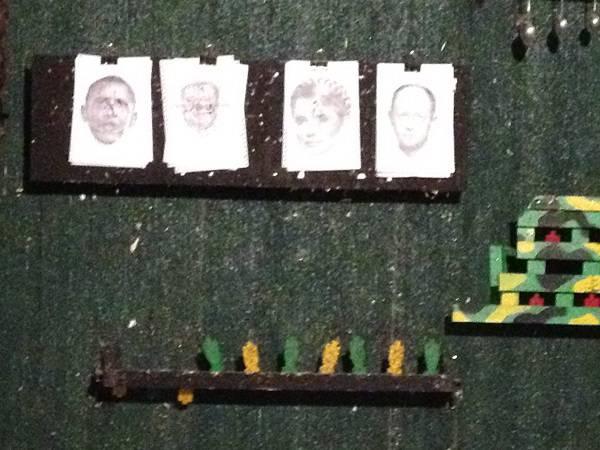 "На курорте ""ДНР"" открыли тир: Стреляют в Яценюка и Обаму (фото)"