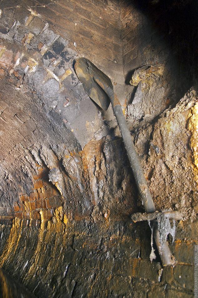Лопата в тоннеле