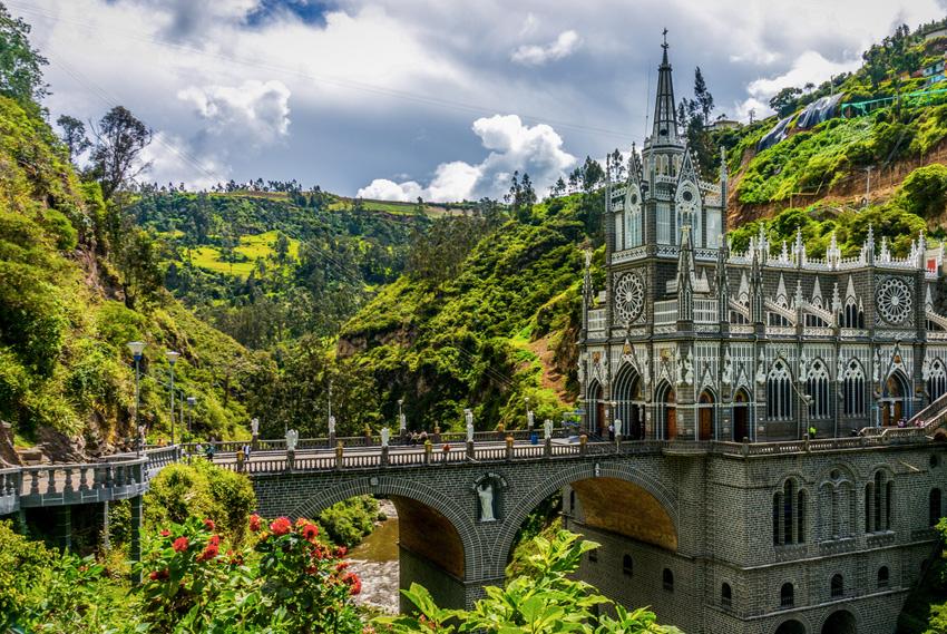 18. Лас-Лахас, Колумбия В 1948 году в 7 километрах от города Ипиалес была построена церковь. На стен