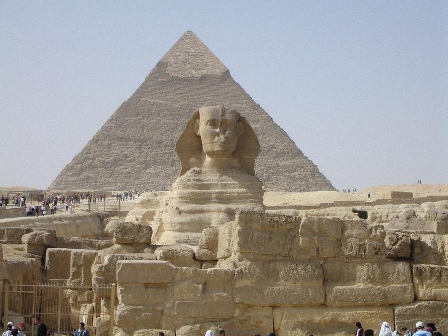 27. Если вложить в одну стопку все новь изданные книги, то они достигнут вершины пирамиды Хеопса.