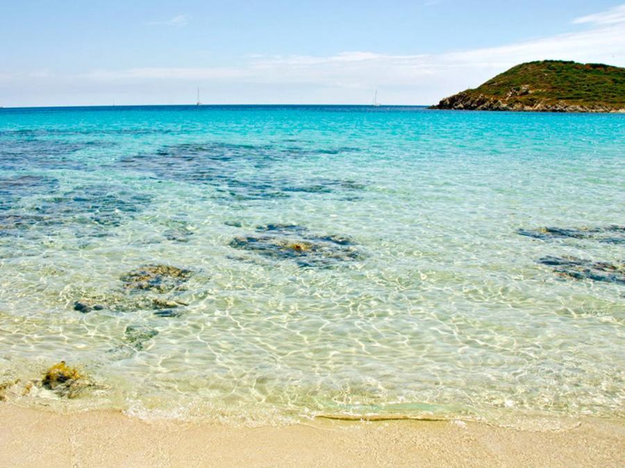 3. Сардиния (Италия) Расположенная перед Корсикой, Сардиния сочетает лучшую итальянскую еду и яркую