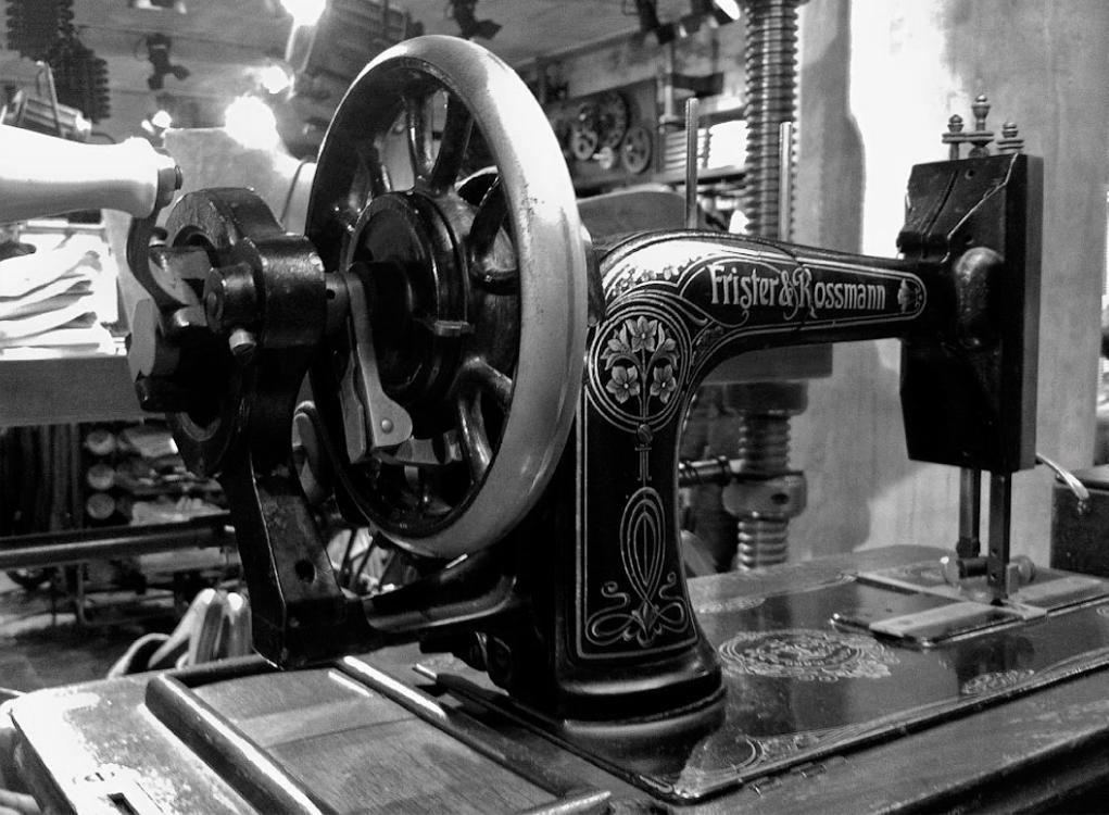 Пошив одежды на швейном производстве — фабрики Sew Lab (1 фото)